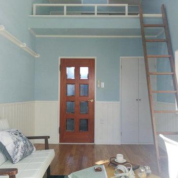 ロフト付きだと天井が高くて良いですよね。※写真の家具はサンプルです
