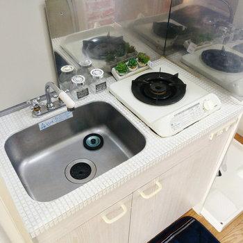 キッチンは一口で、調理スペースはないですね、、
