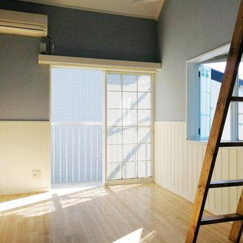 格子窓から入る陽射しが◎2面採光です※写真は前回募集時のものです