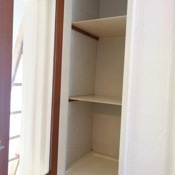 キッチン横には収納が2段。こちらが上で※写真は前回募集時のものです