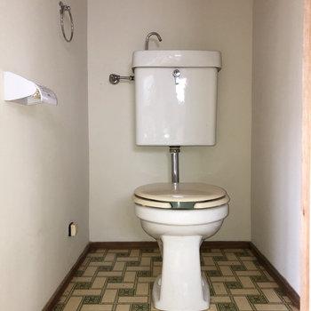 トイレにもタイルのデザインが。