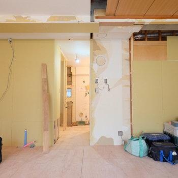 【工事中】向かって左にキッチンが入ります
