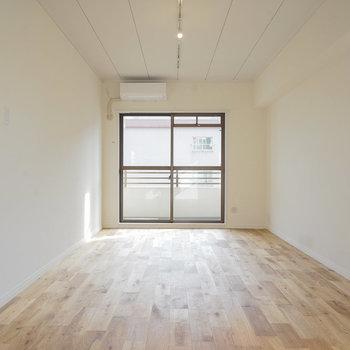無垢床が魅力のナチュラルなお部屋です◎※反転間取りのお部屋の写真