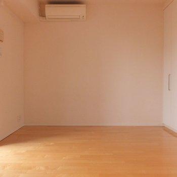奥行きはこんな感じ。長方形のお部屋です。※写真は4階の同間取り別部屋のものです