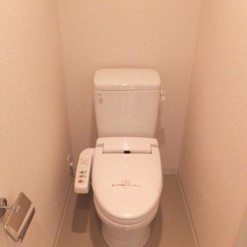 トイレと洗面スペースは同空間。※写真は4階の同間取り別部屋のものです
