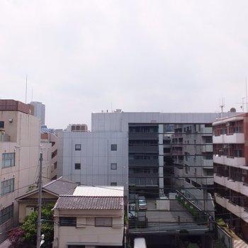 渋谷から代官山へ向かうあたりで静かです。圧迫感もありません。※写真は4階の同間取り別部屋のものです