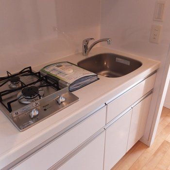 廊下部分にキッチンがあります。※写真は4階の同間取り別部屋のものです
