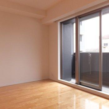 窓が大きめ!※写真は4階の同間取り別部屋のものです