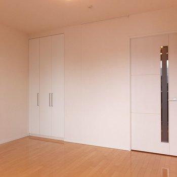 開口部が南向きなので全体的に日当たりのいいお部屋です。※写真は4階の同間取り別部屋のものです