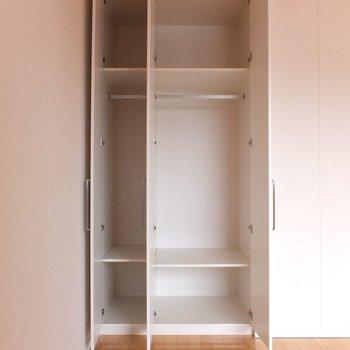 クローゼットは一人暮らしサイズ。※写真は4階の同間取り別部屋のものです