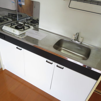 キッチンは調理スペース有りの1口コンロ