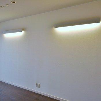 間接照明でおしゃれ度をプラス。※写真は一つ上の307号室のもの