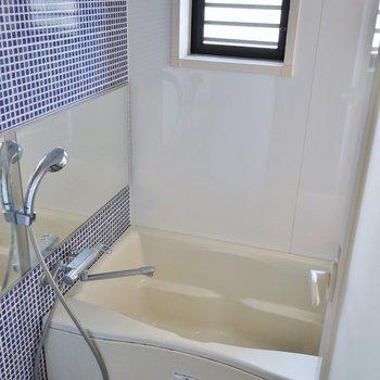清潔感のあるバスルーム。※写真は一つ上の307号室のもの