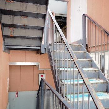 【工事前】共用部の階段、廊下もリニューアルされます!
