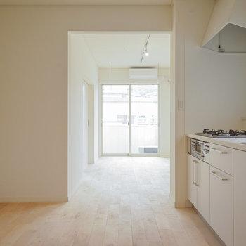 【イメージ】建具も白で統一してシンプルに
