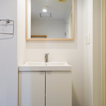洗面台も可愛く造作!※同間取り別部屋の写真です