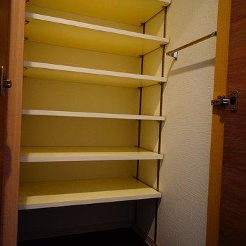 下駄箱もとってもゆったり!※写真は5階の同間取り別部屋のものです。