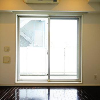 6.1帖のお部屋です。明るい!※写真は5階の同間取り別部屋のものです。