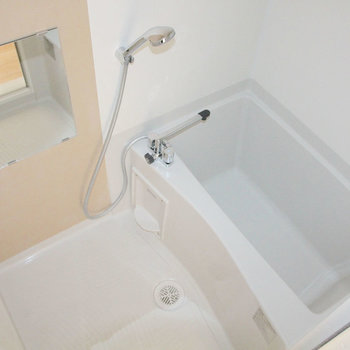 お風呂も広いですよ。※写真は4階の同間取り別部屋のものです。