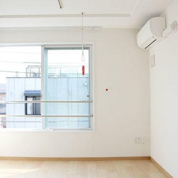 洋室は8.1帖。※写真は4階の同間取り別部屋のものです。