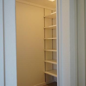 下駄箱にウォークイン!※写真は5階の同間取り別部屋のものです。