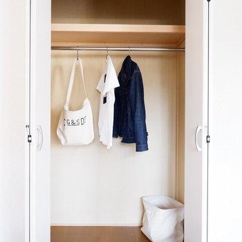 【洋室】収納はまずまずの容量。※家具はサンプルです