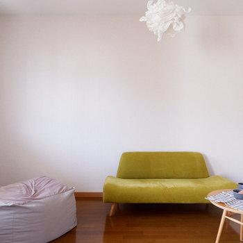 【洋室】ソファの代わりに、ベッドがあると◎※家具はサンプルです