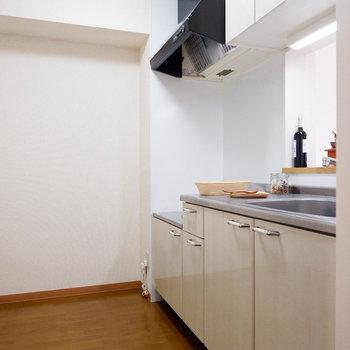 【LDK】キッチンもゆったりしています。※家具はサンプルです
