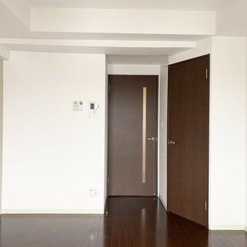 ドアもブラウンです。惚れ惚れしちゃいますね。