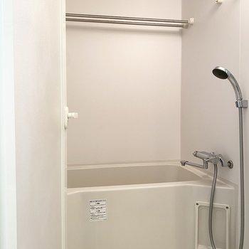 浴室は清潔感があって良いですよ。乾燥機付きです。