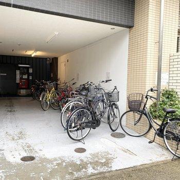 エントランス横に自転車置き場があります。