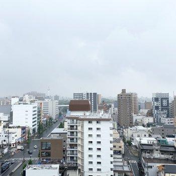 街並みと空が見渡せる眺望です。