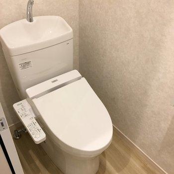 トイレはもちろんウォシュレット付きですよ!