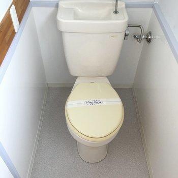 トイレは足元がゆったりしてました。※写真は清掃前のものになります。