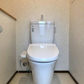 トイレはゆったりと広め!ウォシュレットも付いてますよ!