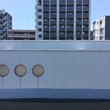 眺望は目の前に箱崎駅。駅チカもいいところ。騒音対策しましょ。※写真は別室5階のものです。
