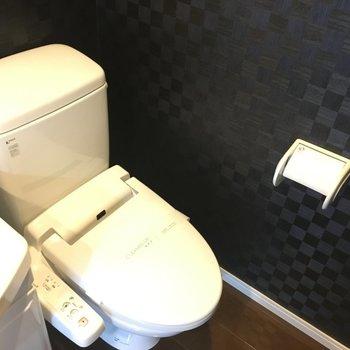 トイレは洗面台の横なので、いつも清潔にしたい。※写真は別室5階のものです。