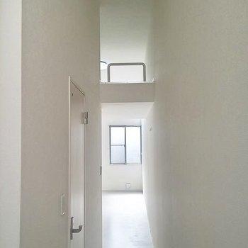 天井たっかい!※写真は1階の反転間取り別部屋です。