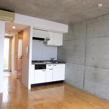 コンクリート打ちっ放しです!※写真は2階の反転間取り別部屋です。
