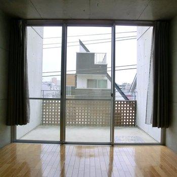 大きな窓が好み◎※写真は2階の反転間取り別部屋です。