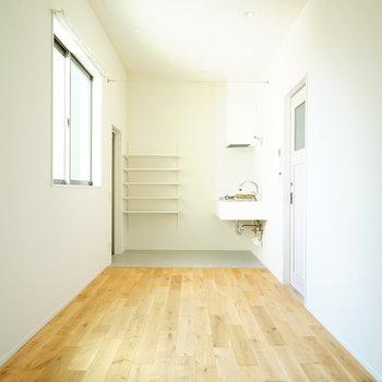 窓が高い位置にあるのがうれしい♪※写真は2階の反転間取り別部屋です。