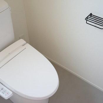 トイレはもちろんウォシュレットつき!※写真は2階の反転間取り別部屋です。