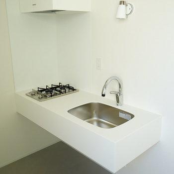 キッチンは2口ガスです!※写真は2階の反転間取り別部屋です。