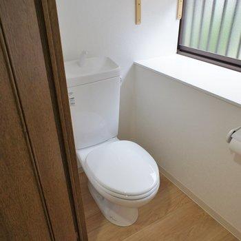 トイレも明るくて広々!