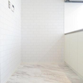 奥に冷蔵庫置く感じで。※写真は4階の同間取り別部屋のものです