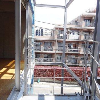 眺望は住宅街。※写真は2階の別部屋からの眺望です
