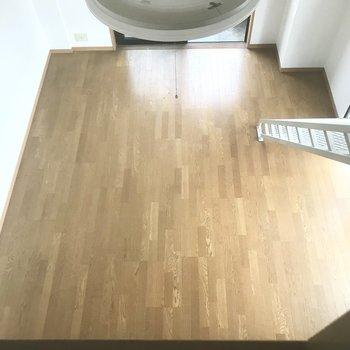 広いリビングを一望。どんな家具を置こうかな?(※写真は清掃前のものです)※写真は3階の同間取り別部屋のものです