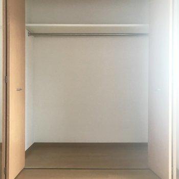 2階の収納。結構広い!(※写真は清掃前のものです)※写真は3階の同間取り別部屋のものです