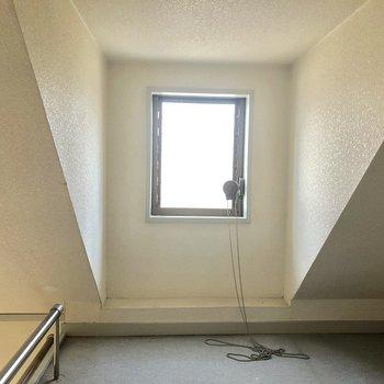 窓があるので換気もできます。※写真は2階の同間取り別部屋のものです