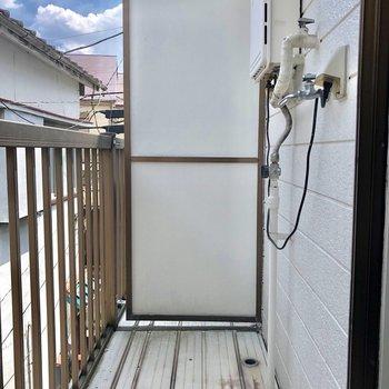 洗濯機はここに。※写真は2階の同間取り別部屋のものです